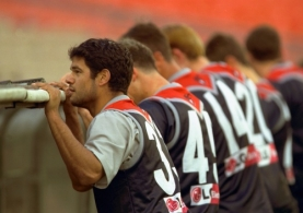 AFL 2001 Media - Melbourne Training 140601