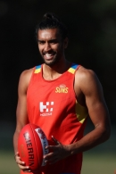 AFL 2017 Training - Gold Coast Suns 110717