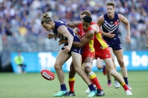 AFL 2018 Round 03 - Gold Coast v Fremantle