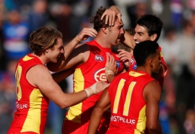 AFL 2018 Round 07 - Western Bulldogs v Gold Coast