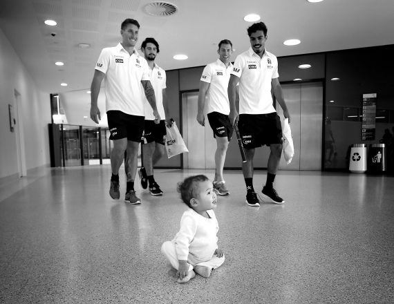 AFL 2013 Media - Candid Collingwood RCH Visit 121213